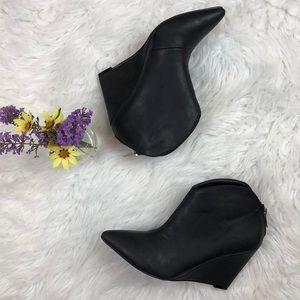 Michael Antonio Sz 7 black wedge booties